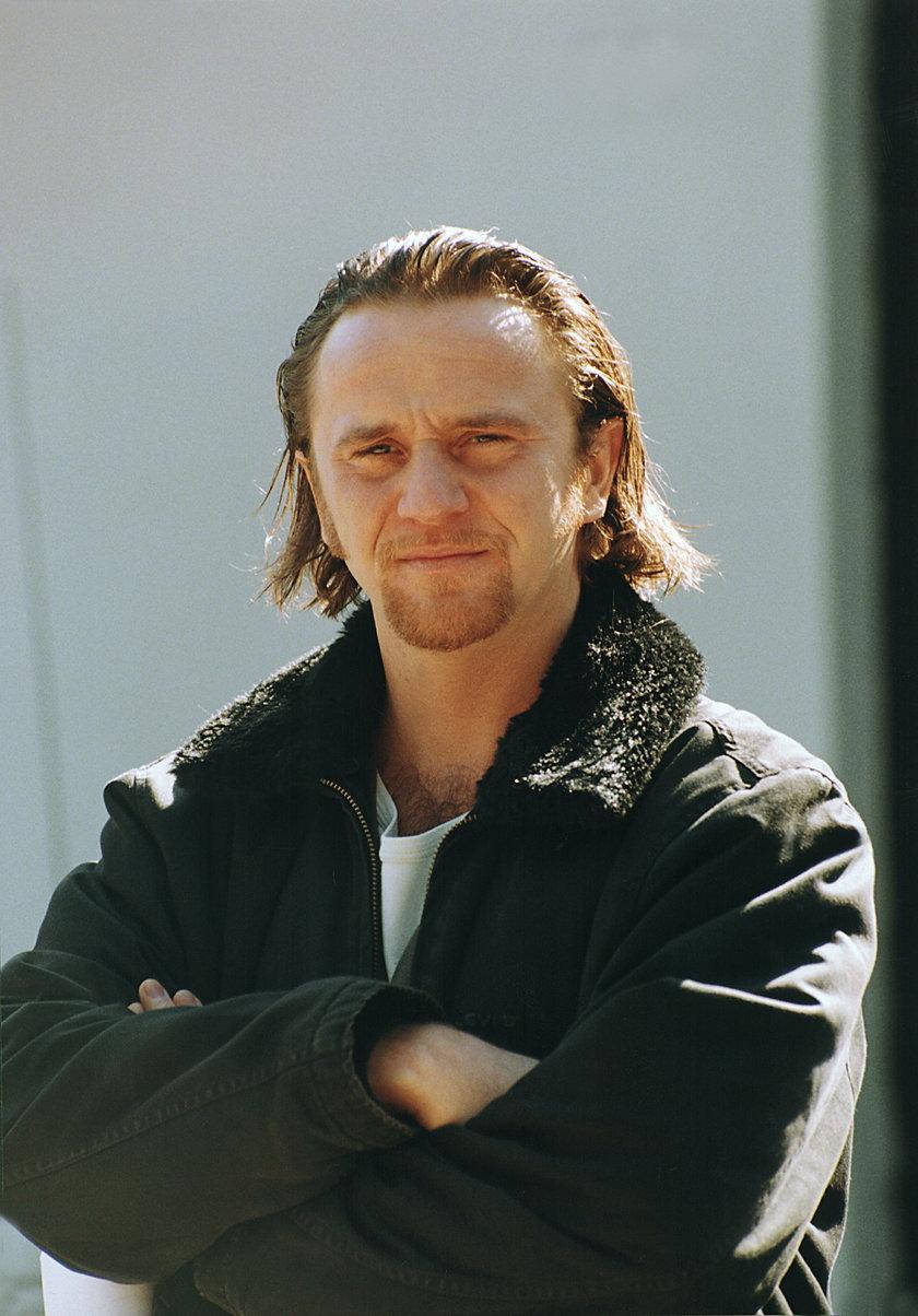 W 1989 roku zakończył edukację na wydziale aktorskim PWSFTViT