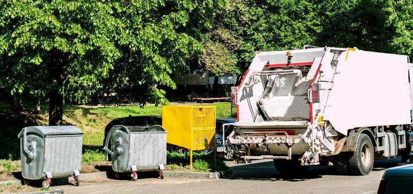 Straszny wypadek z udziałem śmieciarki. Nie żyje 83-latek