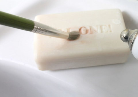 Bar soap cleans the britles of makeup brushes [Credit: Pamper.My]