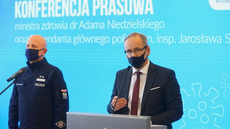 Minister zdrowia Adam Niedzielski i komendant główny Policji Jarosław Szymczyk