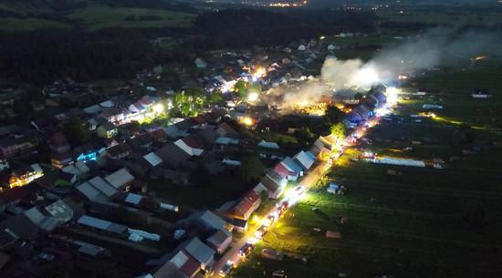 Wielki pożar we wsi Nowa Biała. Kilkadziesiąt budynków w ogniu