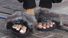 """""""Stopy yeti"""" ? Nie zgadniesz, która gwiazda włożyła takie buty!"""