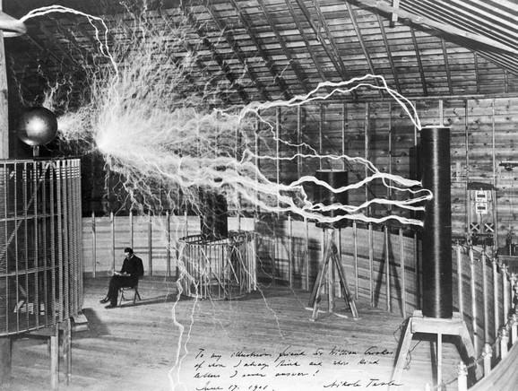 Nikola Tesla u laboratoriji