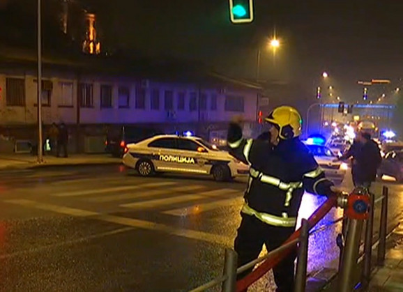 Policajci i vatrogasci na terenu