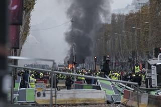 Starcia na ulicach Paryża w czasie protestu 'żółtych kamizelek'. Demonstracje trwają już od 8 tygodni