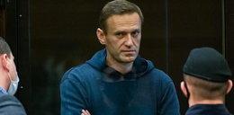 """Uwięziony Nawalny drwi z Putina. """"Dziadek mieszkający w bunkrze"""""""