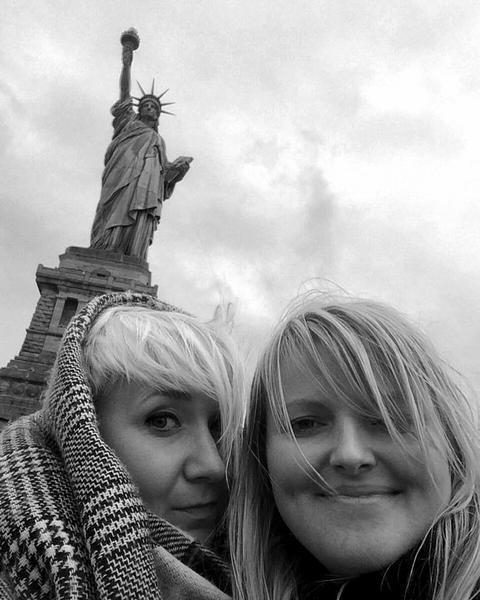 Martyna Mierzejewska przy Statui Wolności