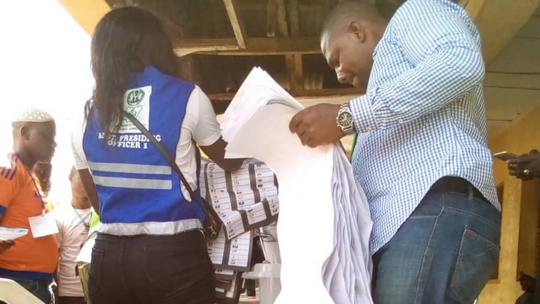 INEC officials sorting and counting ballots at Polling unit 004 and 005 of ward 1 at the ongoing supplementary election holding in Ibeju-Lekki state constituency I on Saturday (NAN)