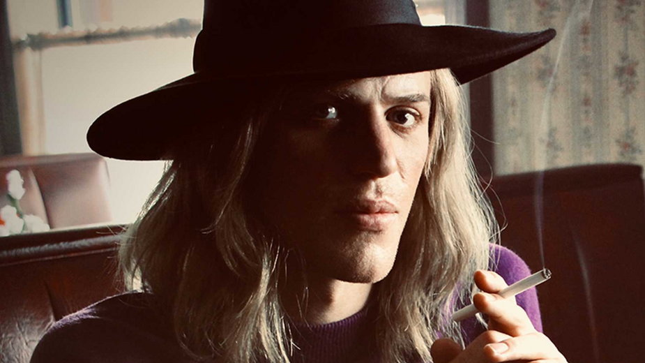 "Johnny Flynn jako David Bowie w filmie ""Stardust"""