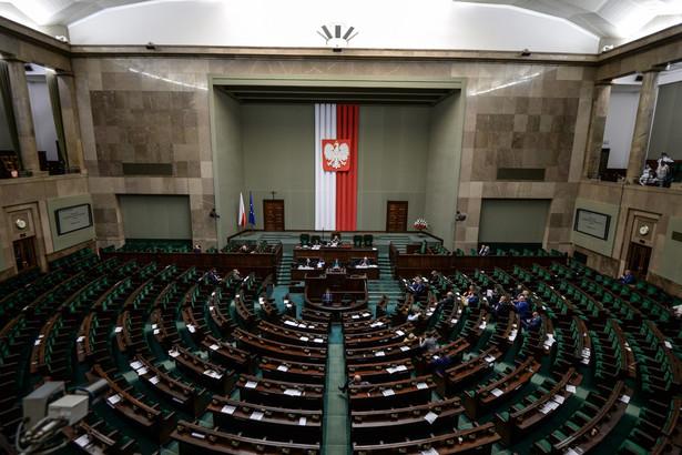 Przewodniczący komisji Jacek Sasin (PiS) poinformował, że projekt ustawy o KAS jest gotowy (złożyli go w ostatnich dniach w Sejmie posłowie PiS); wyraził nadzieję, że będzie procedowany na następnym posiedzeniu Sejmu.