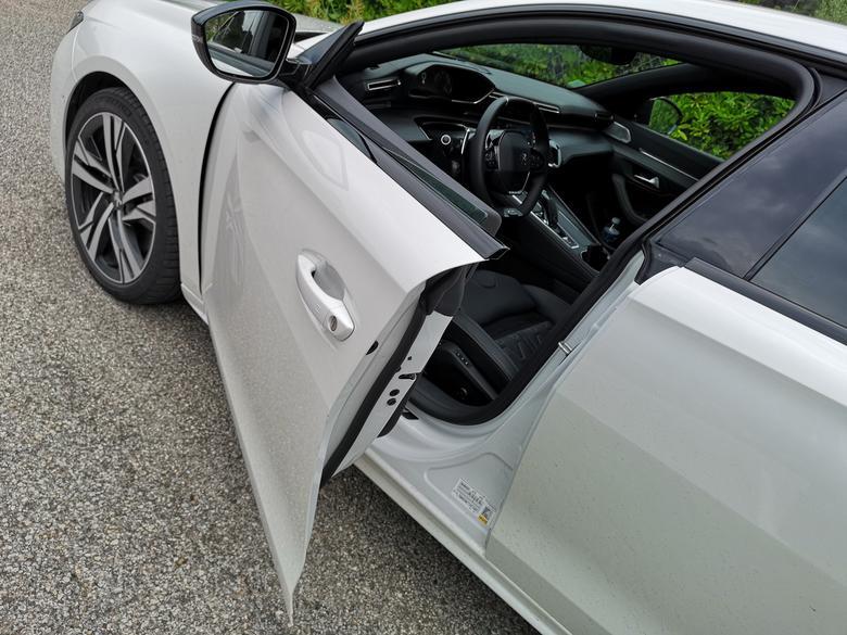 Peugeot 508 bezramkowe drzwi