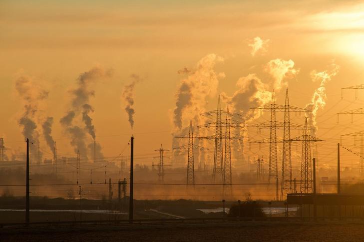 A fosszilis energiahordozók elégetéséből származó, üvegházhatást okozó gázok megfojtják a Földet / Fotó: Pexels