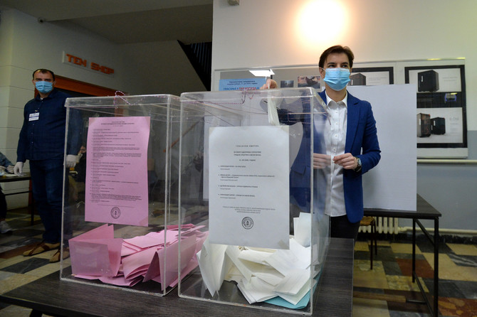 Premijerka Ana Brnabić na biračkom mestu na Dedinju