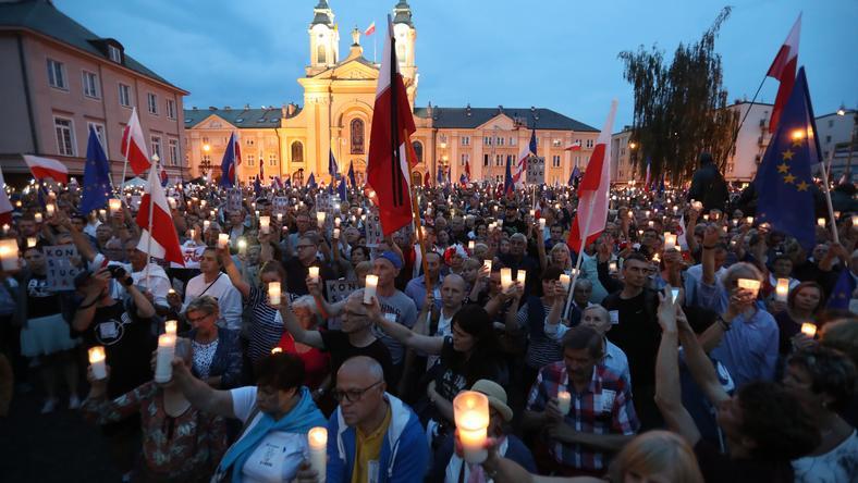 """Spór o reformę sądownictwa. """"Do Rzeczy"""" pyta wiceministrów PiS i PO"""
