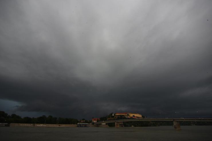 Novi Sad1231 oluja oblaci nevreme oko grada foto Nenad Mihajlovic