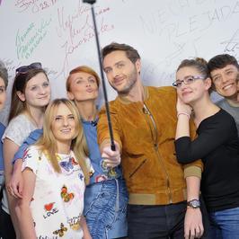"""""""Gwiazdy Cejrowskiego"""": Katarzyna Zielińska zachwyciła stylizacją na nagraniu programu. Zobaczcie zdjęcia!"""