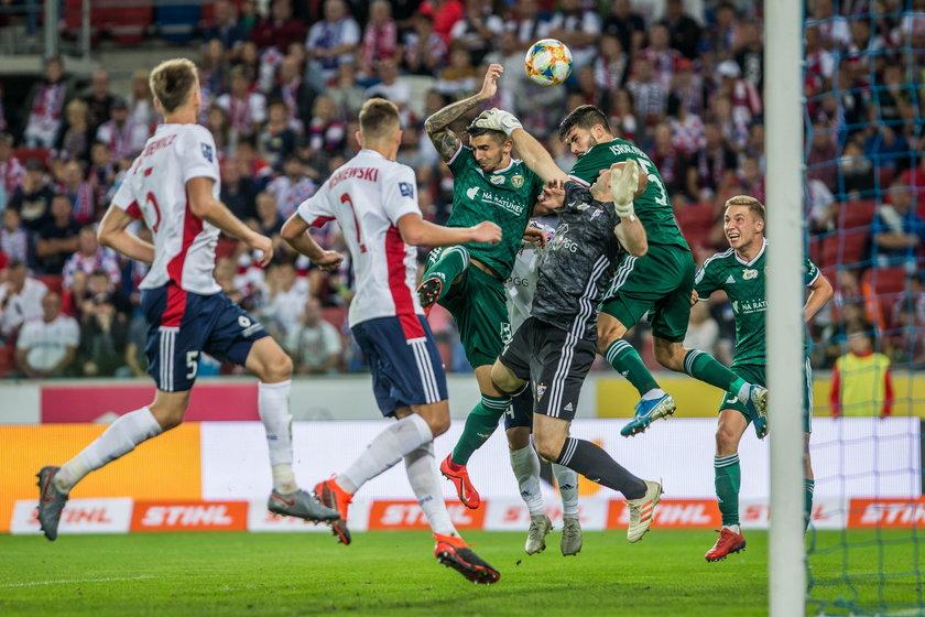 Chwaleni za zaskakująco dobrą postawę w tym sezonie piłkarze z Wrocławia nie wygrali już trzech meczów z rzędu