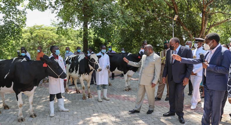 Uhuru's special gift to visiting Burundian President