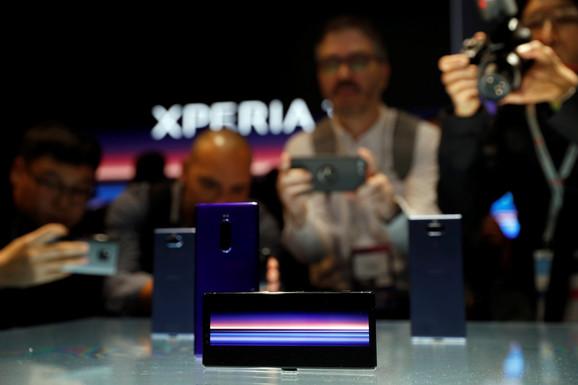 Novi Soni telefon na štandu sajma u Barseloni