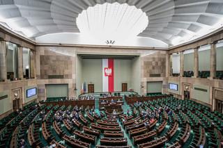 Będą kary finansowe za złe zachowanie posła i senatora poza parlamentem
