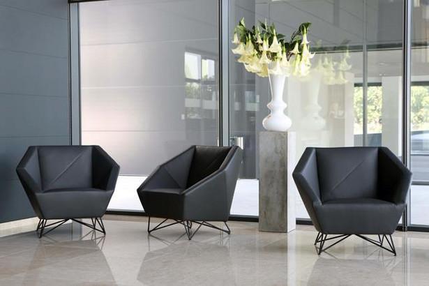 Światowi projektanci zafascynowani są formą trójkąta. Na bazie tej figury powstają krzesła, fotele czy wymyślne stoliki kawowe.