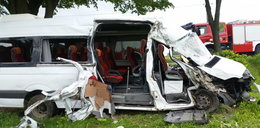 Bus uderzył w drzewo. Wielu rannych