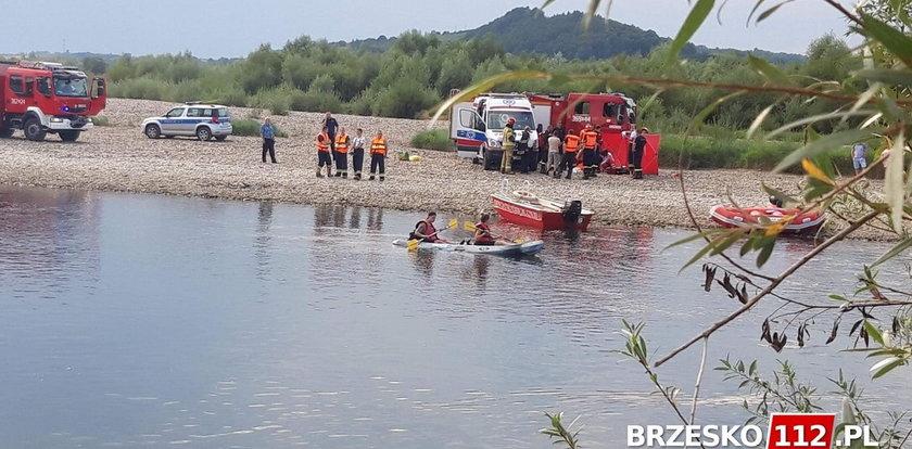 Tragedia pod Tarnowem. Ojciec ratował tonącego syna i zniknął pod wodą