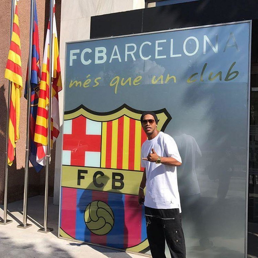 Ronaldinho ominął mecz FC Barcelona - Deportivo La Coruna, bo bawił się na plaży