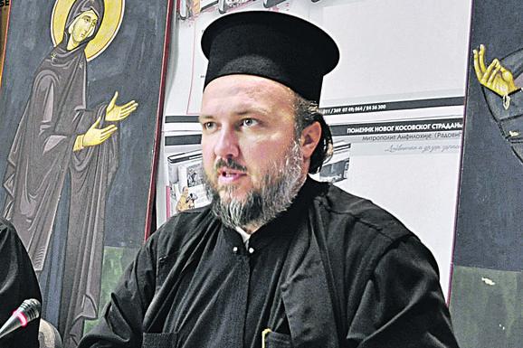 """LAŽ JE DA JE MITROPOLIT AMFILOHIJE UMRO"" Protojerej Velibor Džomić: Stanje mu je nepromenjeno, naš monah je s njim"
