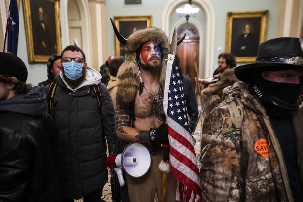 Protestujący szturmują Kapitol
