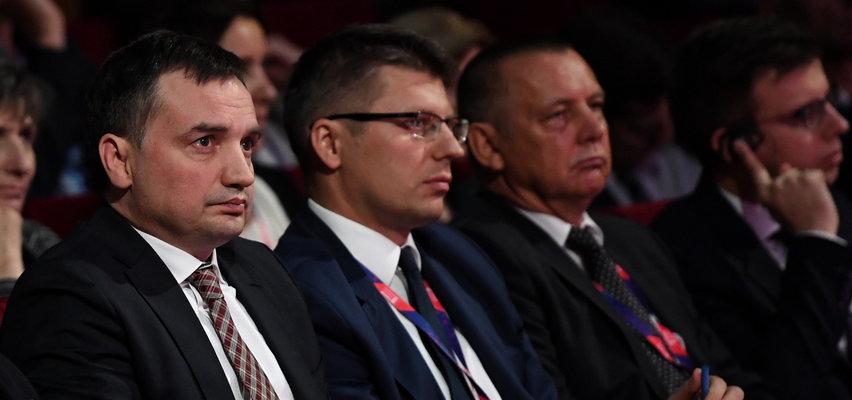 Marian Banaś zarzuca Ziobrze, że zmarnował milion na konferencję. Jest jednak jeden szczegół...