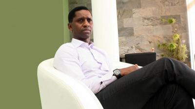 28 prestataires réclament deux milliards FCFA au PDG de Wari