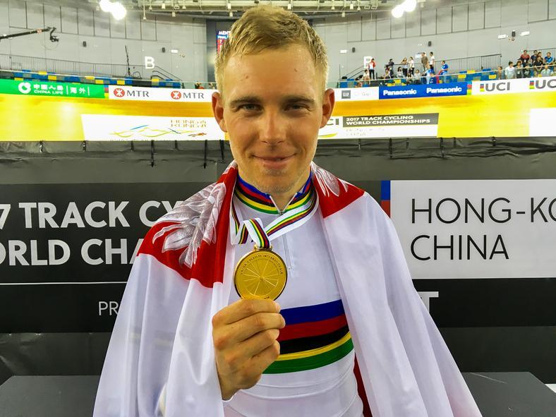 Adrian Tekliński ze złotym medalem