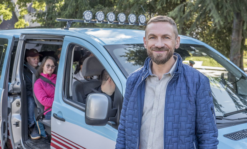 """Przemek Kossakowski broni programu """"To tylko kilka dni"""": mówiono mi, że robię karierę na ludziach niepełnosprawnych"""