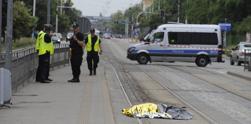 Makabra! Tramwaj ciągnął kilkaset metrów ciało kobiety