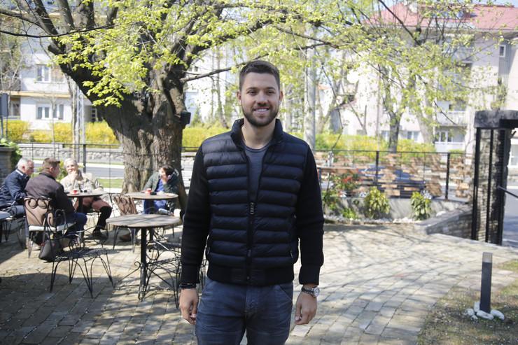 Stefan Živojinović otkriva zašto NIJE ZVAO PORODICU na promociju pesme, ali i da li mu se više dopada Milica Pavlović ili Anastasija (VIDEO)