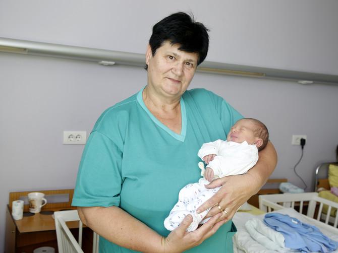 """Vranjanka koja je porodila jedan čitav grad: """"Na prvom porođaju majka je VRISNULA OD BOLA, a ja sam pala pod sto"""""""