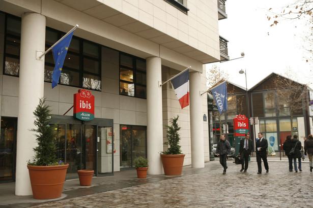 Należący do sieci Accor hotel IBIS w jednej z dzielnic Paryża