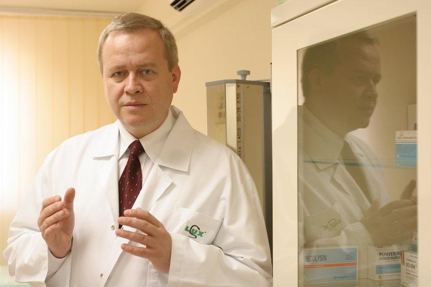Prof. Sławomir Majewski, dermatolog,  przestrzega:  – Wirusa opryszczki nie wolno lekceważyć.