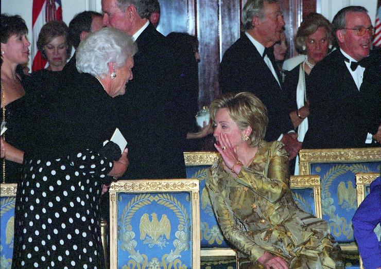 Barbara Buš i Hilari Klinton na obeležavanju 200. godišnjice Bele kuće 2000. u Vašingtonu