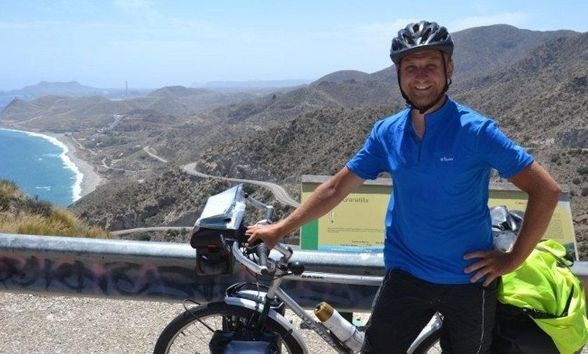 Krakowski strażnik miejski dojechał rowerem do Afryki