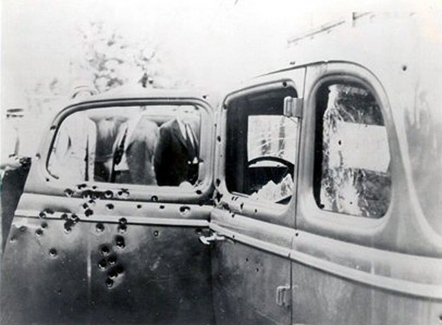 Automobil u kojem su izrešetani Boni i Klajd