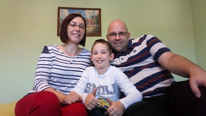 Hrabri Dimitrije sa mamom i tatom