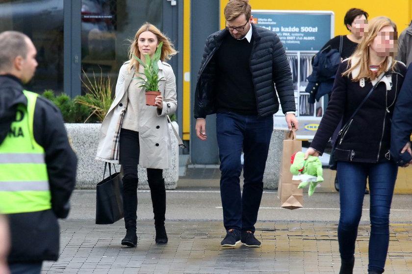 Kasia Tusk ze swoim Staszkiem w Ikei. Oj, nieładnie, nieładnie...