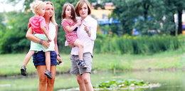 Zgrabne nogi Gawryluk na spacerze z córką