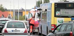 Bus wbił się w autobus. Dzieci są w szpitalu