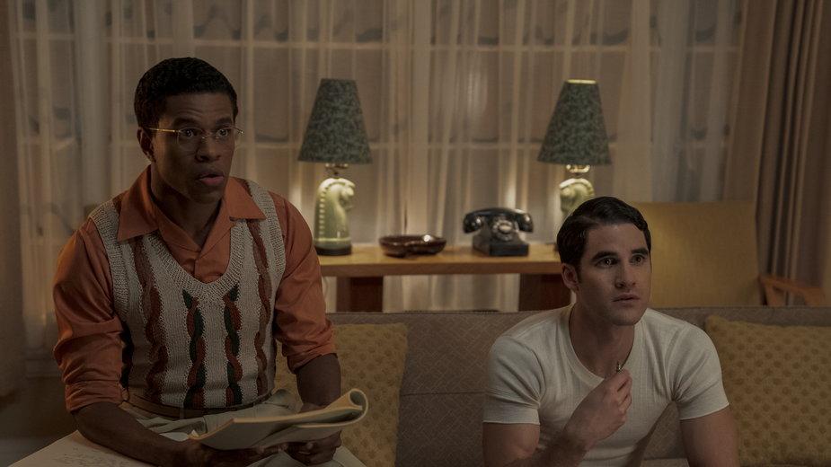 """Darren Criss i Jeremy Pope w miniserialu """"Hollywood"""" (kadr)"""