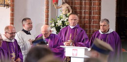 Ksiądz Lemański złamał zakaz? Koncelebrował mszę żałobną prof. Bartoszewskiego