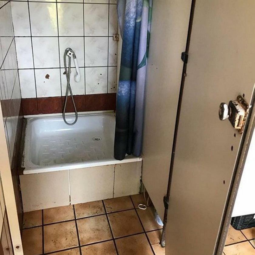 Łazienka na kempingu w Bieszczadach, na którym spała Sokołowska