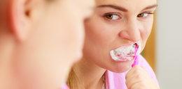 Takie pasty rujnują ci zęby. Możesz wydać fortunę na leczenie